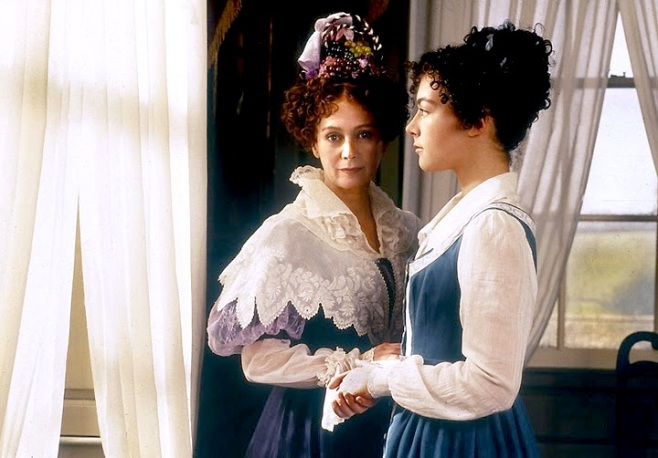Mrs. Gibson (Francesca Annis) and her step-daughter Molly Gibson (Justine Waddell)