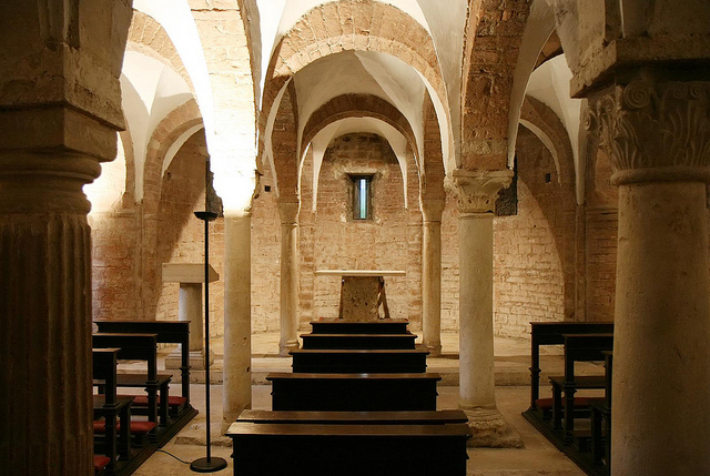 gothic v romanesque architecture Romanesque architecture definition is - the architecture or style that  various  parts of western europe between the periods of the roman and the gothic styles.